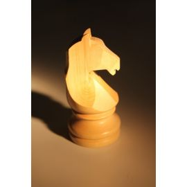 Cheval en buis naturel pour course jeu chevaux