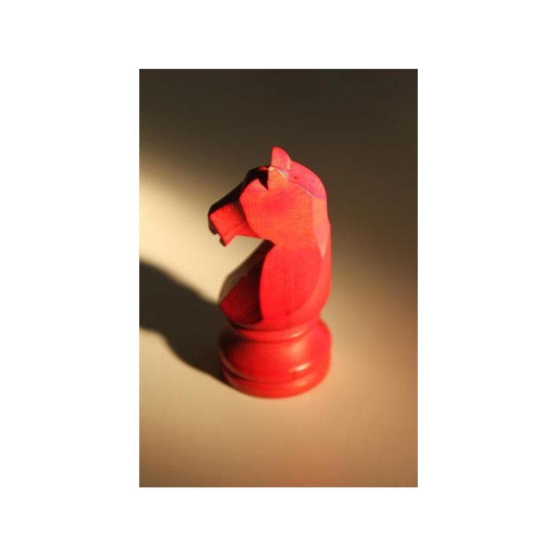 Cheval en buis rouge pour course jeu chevaux