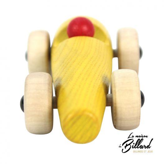 La voiture en bois : le jouet idéal pour votre petit(e) pilote favori.