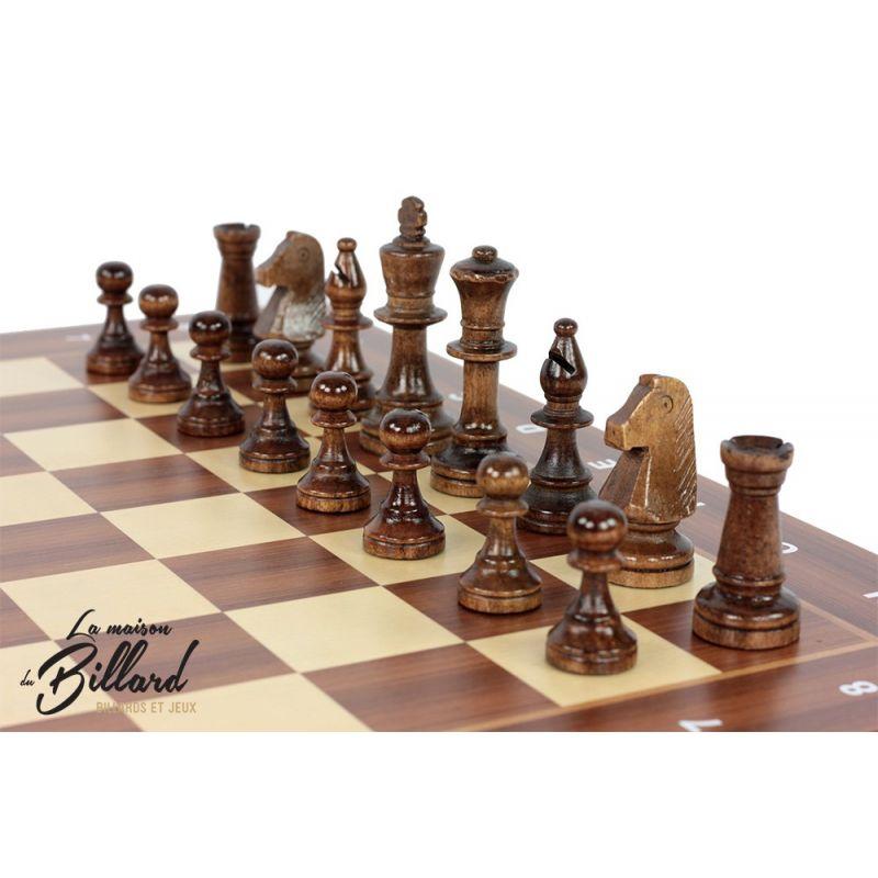 Le jeu d'échecs en bois version luxe