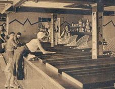 Photo historique d'un ancien jouet en bois lors d'une fête forraine