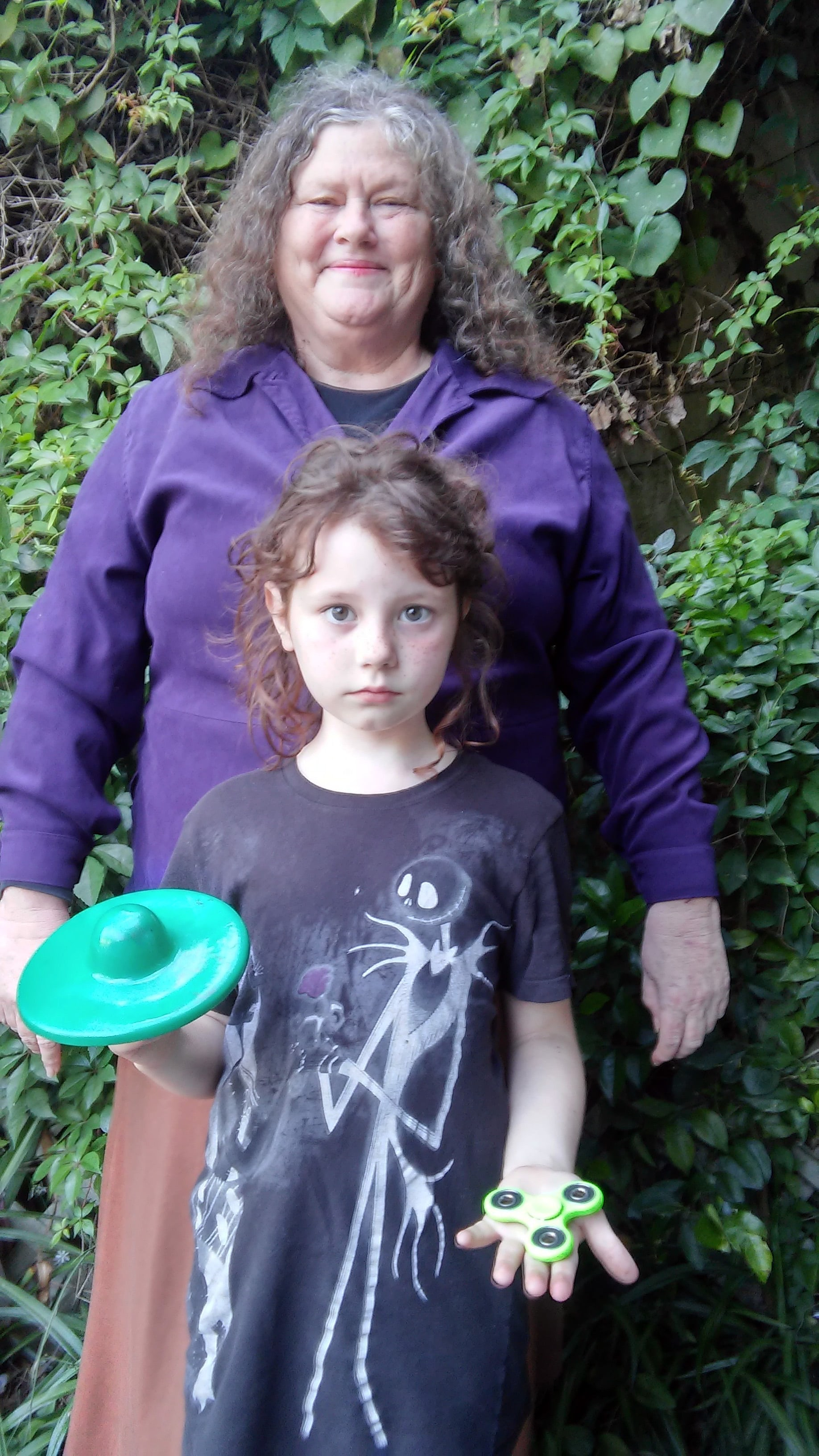Américaine créatrice de la toupie Hand Spinner accompagnée de sa petite Fille Chloé