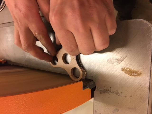 Fabrication de hand spinner en bois. Jouet en bois artisanal